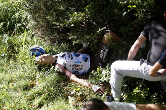 Về nhà sau phẫu thuật, Bakelants chưa chắc quay lại đường đua ảnh 2