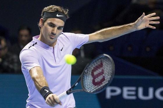 Sau khi đăng quang ở Basel, Federer bỏ Paris Masters vì đau lưng