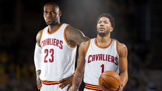 LeBron James (trái) và Derrick Rose hiếm khi sát cánh cùng nhau trong mùa này
