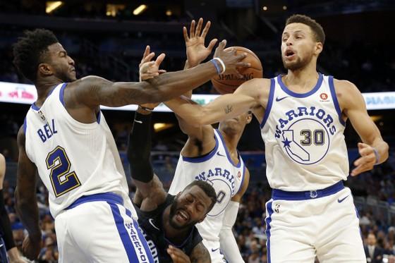 NBA 2017-2018 - Westbrook, Curry và James tỏa sáng giúp đội nhà giành chiến thắng ảnh 1