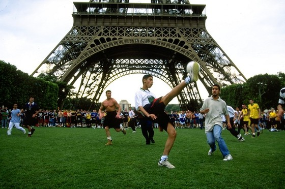 Tháp Eiffel và duyên nợ với Ronaldo, với thể thao ảnh 2