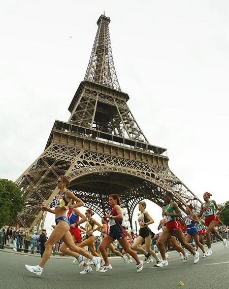Tháp Eiffel và duyên nợ với Ronaldo, với thể thao ảnh 3