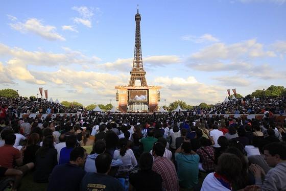 Tháp Eiffel và duyên nợ với Ronaldo, với thể thao ảnh 7
