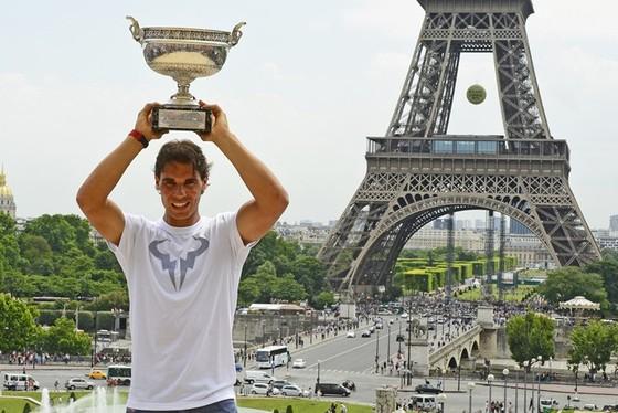 Tháp Eiffel và duyên nợ với Ronaldo, với thể thao ảnh 9