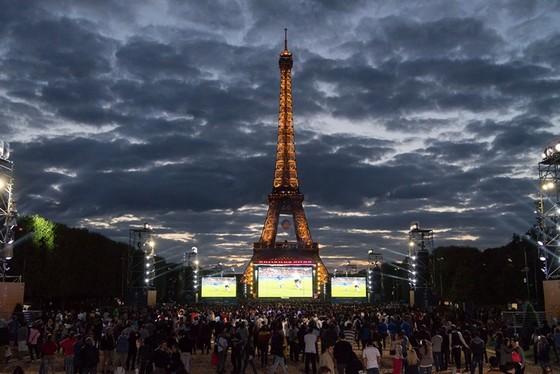 Tháp Eiffel và duyên nợ với Ronaldo, với thể thao ảnh 12