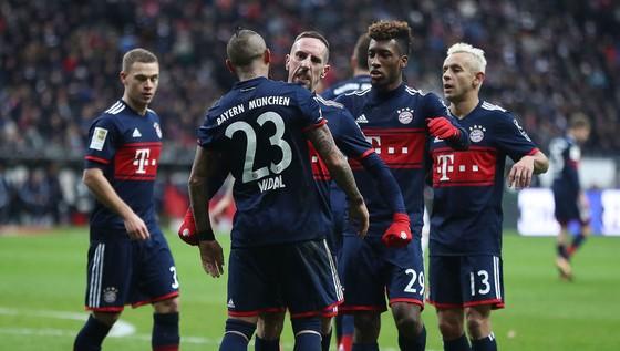 HLV thủ môn trở thành cứu tinh, giúp Bayern giành chiến thắng ảnh 2