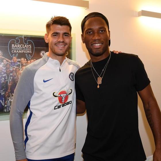 Morata tâm sự trên Tạp chí tháng 12 của Chelsea – Xem DVD của Drogba, tập luyện với cha… ảnh 2