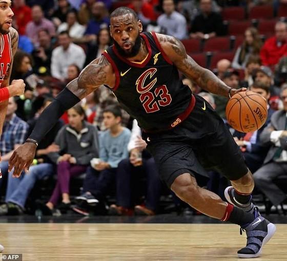 LeBron James đã có cú triple-double thứ 60