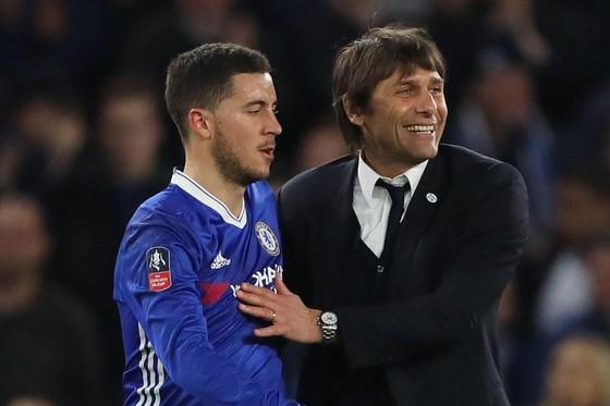 Conte (phải) muốn Hazard ghi bàn nhiều hơn