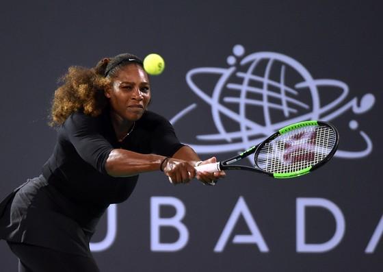 Serena Williams trong trận đấu giao hữu ở Abu Dhabi