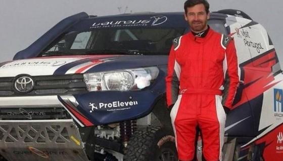 Gặp tai nạn ở giải Dakar Rally, cựu HLV Chelsea phải nhập viện ảnh 1