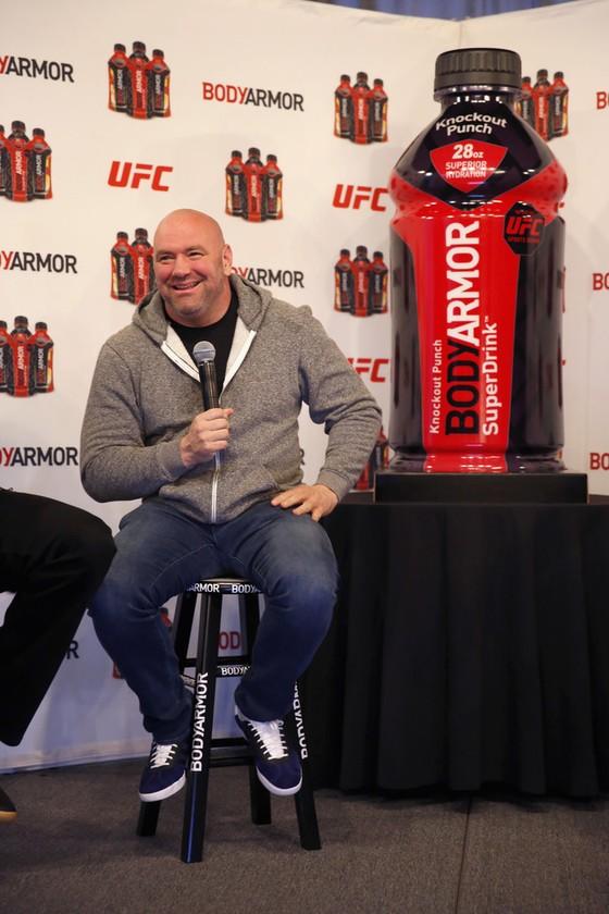 Đấu trường võ tự do: Chủ tịch UFC dọa tước đai của McGregor ảnh 1