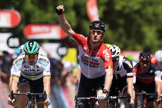 Andre Greipel ăn mừng chiến thắng ở đích đến