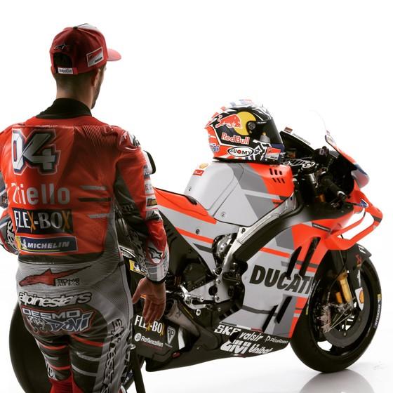 Đua xe mô tô: Ducati công bố mẫu xe đua mới cho Moto GP 2018 ảnh 4