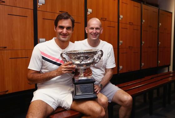 Roger Federer (trái) từng không được Gaston Gaudio đánh giá cao