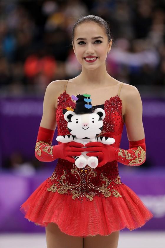 """Olympic mùa Đông 2018: """"Thiên thần"""" Zagitova giành tấm HCV đầu tiên cho nước Nga ảnh 2"""