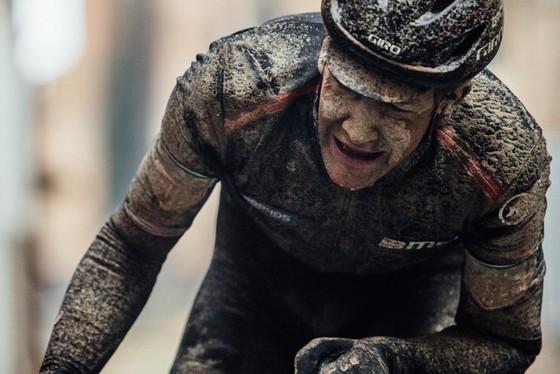Xe đạp: Kinh hoàng đường đua ở Strade Bianchi ảnh 1