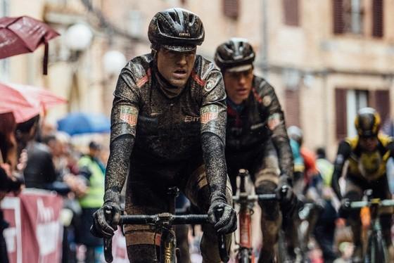 Xe đạp: Kinh hoàng đường đua ở Strade Bianchi ảnh 2