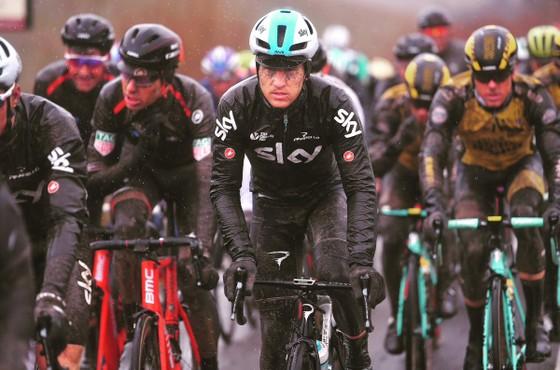Xe đạp: Kinh hoàng đường đua ở Strade Bianchi ảnh 4