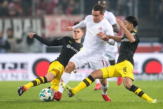 Đổi 7 kiểu áo trong mùa, FC Cologne vẫn xếp bét bảng Bundesliga ảnh 7