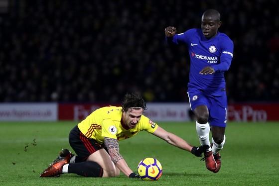 Kante (phải) đã gặp vấn đề về sức khỏe trong buổi tập trước trận đấu với Man City