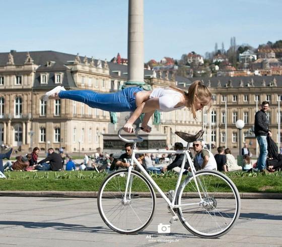 Xe đạp nghệ thuật: Viola Brand, mỹ nhân kỳ ảo trên ngựa sắt ảnh 3