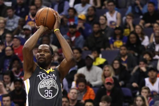 """Không có KD và các """"hảo thủ"""", Warriors liền thất thủ trước Kings"""