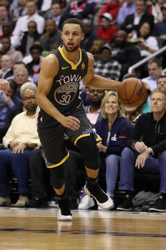 NBA 2017-2018: Khủng hoảng nhân sự, Warriors thúc thủ trước Kings ảnh 1