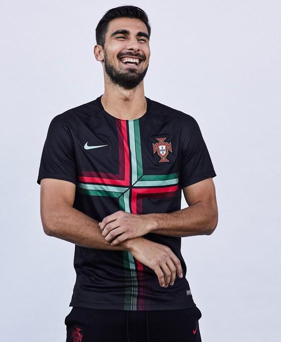 World Cup 2018: Áo đấu mới rực rỡ sắc màu! ảnh 6