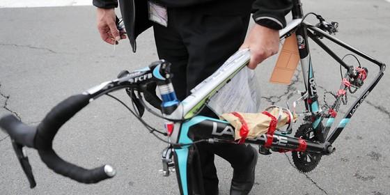 Xe đạp: Gắn động cơ vào xe đua, cua-rơ nghiệp dư bị cấm thi đấu 5 năm và phạt… 89 EUR ảnh 2