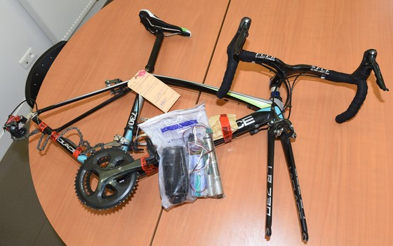Xe đạp: Gắn động cơ vào xe đua, cua-rơ nghiệp dư bị cấm thi đấu 5 năm và phạt… 89 EUR ảnh 4