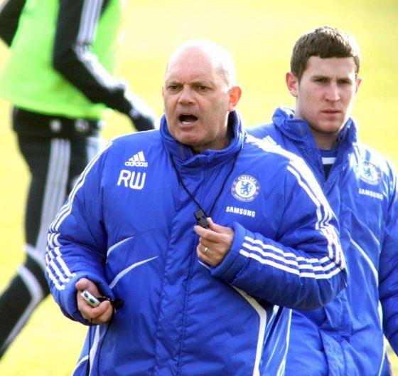Cả Chelsea đang cầu nguyện cho Ray Wilkins ảnh 1