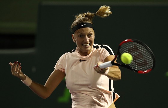 """Kvitova trong trận thua Pliskova """"em"""""""