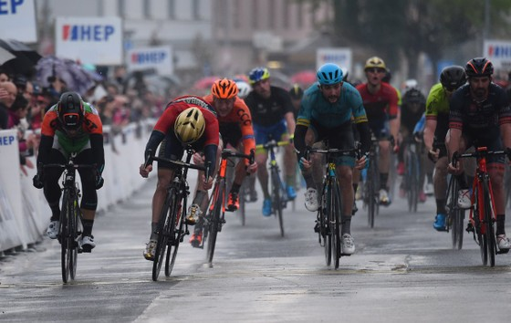 Xe đạp: Astana thắng tiếp ở Tour of the Alpes, Froome chỉ về đích thứ 4 ảnh 3