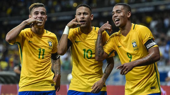 Neymar (giữa) đánh giá cao 2 người đồng đội Coutinho (phải) và Jesus
