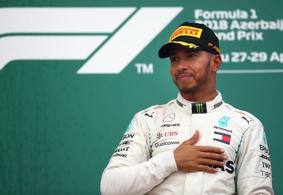 Đua xe F1: Hamilton đăng quang ở chặng đua điên rồ tại Azerbaijan ảnh 2