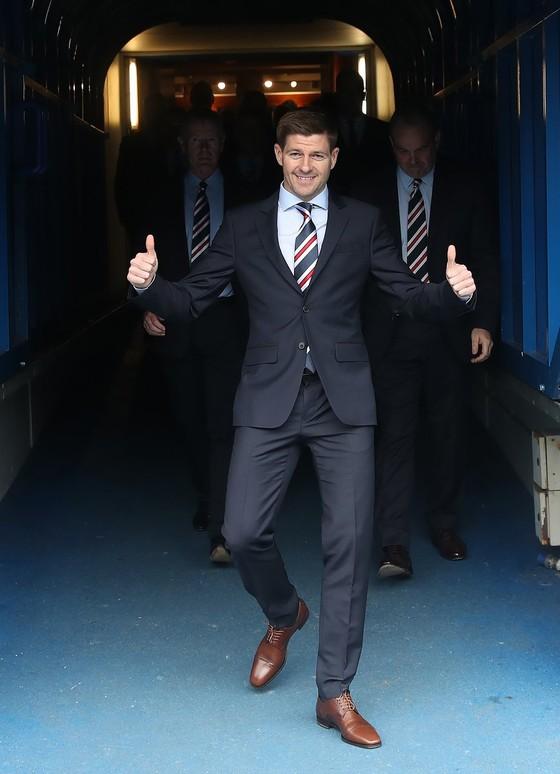 Steven Gerrard: Trở thành HLV Rangers, đấu với thầy cũ Rodgers ảnh 1