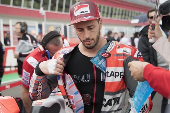 Đua xe mô tô: Dovizioso, Pedroso và Lorenzo đồng loạt đo đường, Marquez thừa thế vô địch ảnh 1