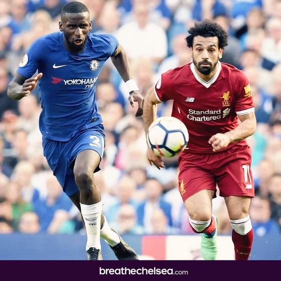 Rudiger (trái) đã bỏ Salah vào trong túi
