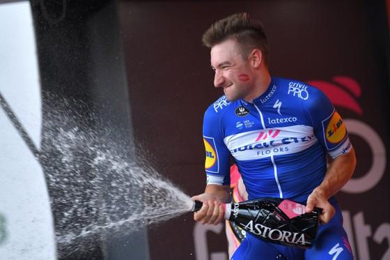 "Giro d'Italia 2018: Viviani lập ""cú hattrick"" ảnh 1"
