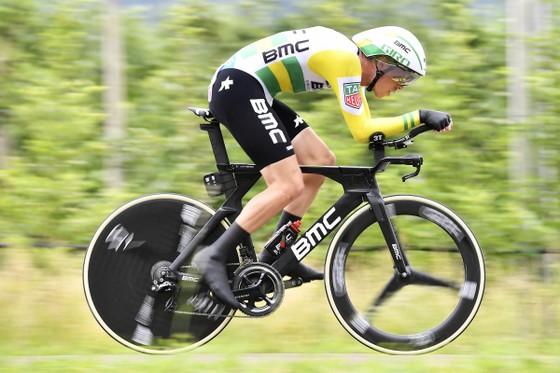 Giro d'Italia 2018: Dennis thắng chặng cá nhân tính giờ, Dumoulin thu ngắn khoảng cách ảnh 1
