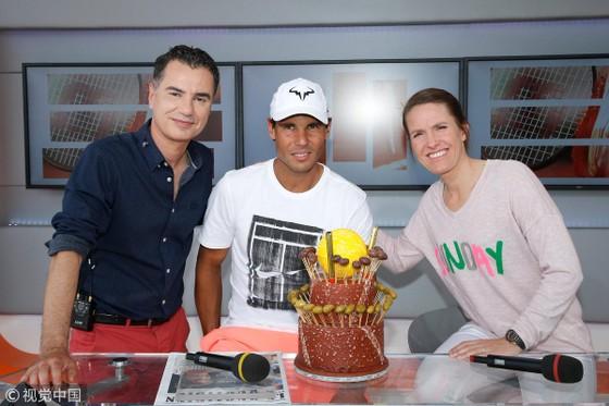 """Roland Garros 2018: Mừng sinh nhật thứ 32, Nadal thắng """"trọn gói"""" ảnh 1"""