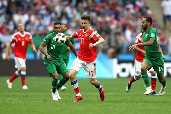 Aleksandr Golovin (17) tỏa sáng trong trận thắng Saudi Arabia