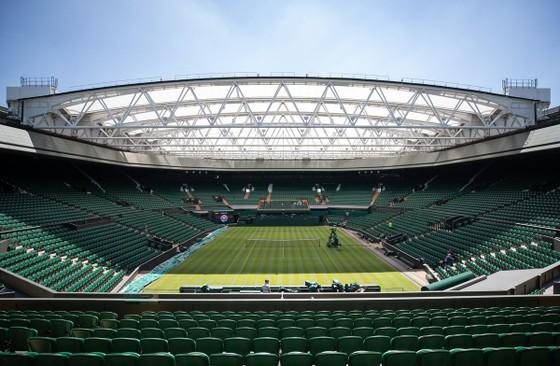 Khoảnh khắc cuối tuần: Federer chơi đùa với 2 con trai sinh đôi, Wozniacki lên ngôi ở Eastbourne ảnh 9