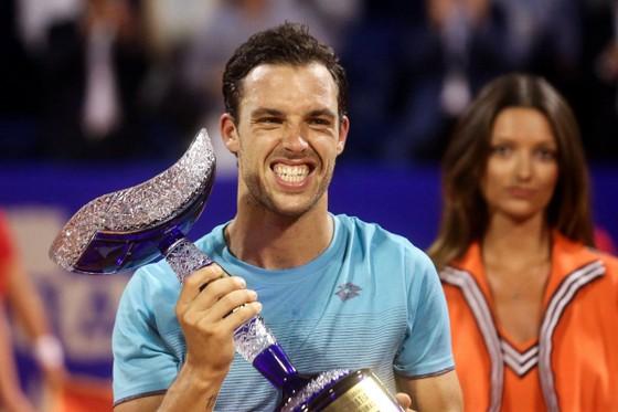 Marco Cecchinato và chiếc cúp vô địch Umag Open