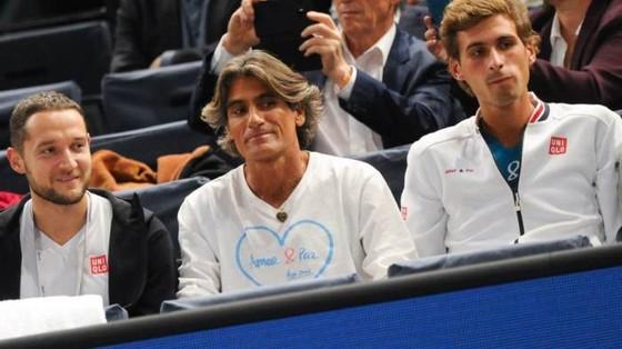 Đấu đá nội bộ đội hỗ trợ Djokovic: Vajda tống khứ Imaz ảnh 2
