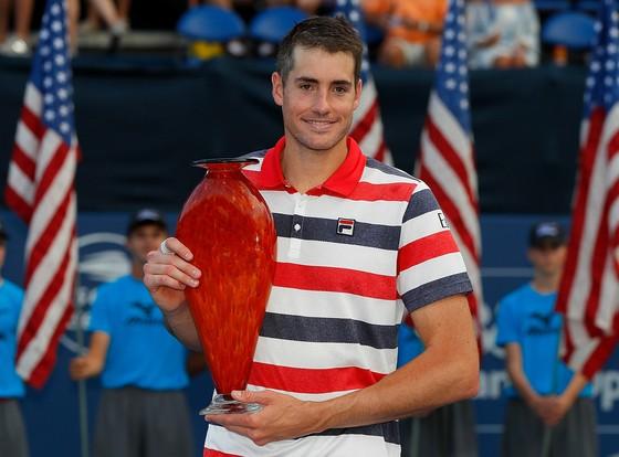 John Isner và chiếc cúp vô địch Atlanta Open lần thứ 5