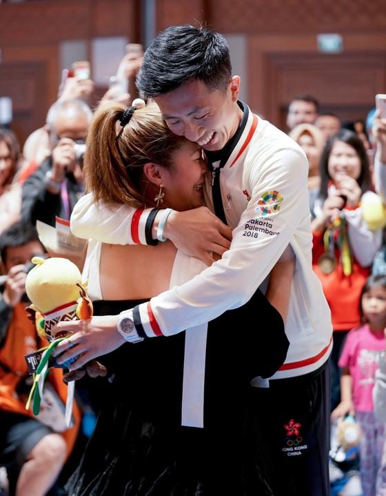Đấu kiếm: Kiếm thủ Hồng Kông cầu hôn bạn gái sau khi giành HCĐ ảnh 3