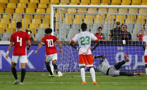 """Ai Cập – Niger 6-0: Đá hỏng 2 pha phạt đền, Salah vẫn lập """"cú đúp"""" ghi bàn và kiến tạo ảnh 1"""