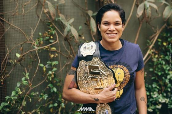 """Đấu trường UFC: Cyborg gọi Nunes là """"kẻ phản bội"""" và đòi trừng phạt cô này ảnh 1"""